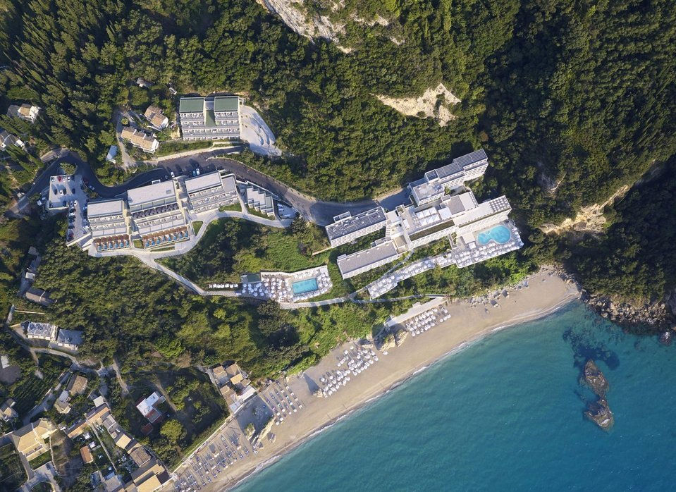 Built on a breathtaking rock & surrounded by a greenish landscape & a beach with golden sand & crystal clear waters, Mayor La Grotta Verde promises to make your most majestic holiday dreams come true.