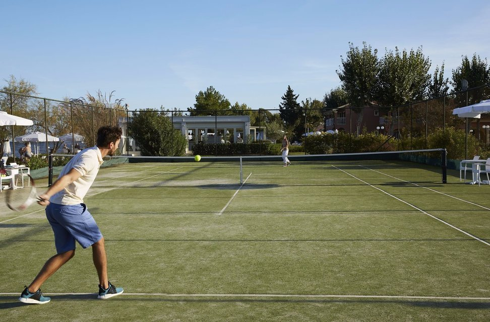 Tennis court and sports at Capo Di Corfu.
